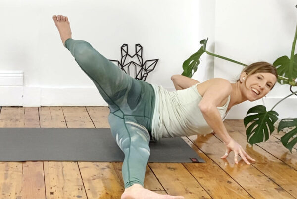 Stabilise and mobilise hip and back and build core connection – Creative Play